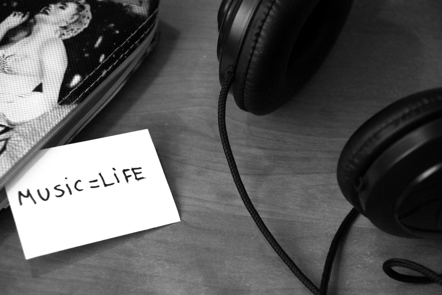black-and-white-music-headphones-life-large
